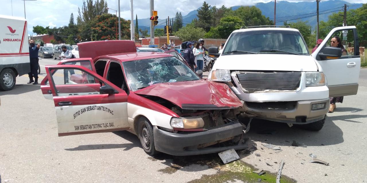Ebrio conductor impacta a un taxi en el crucero de Tlalixtac | El Imparcial de Oaxaca