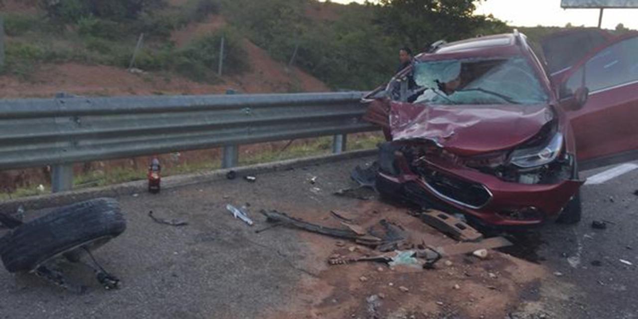 Auto se impacta brutalmente en Nochixtlán | El Imparcial de Oaxaca
