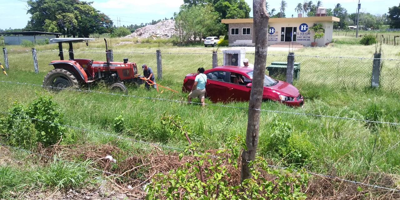 Sufren aparatoso accidente en la carretera Transístmica y se salvan de milagro   El Imparcial de Oaxaca