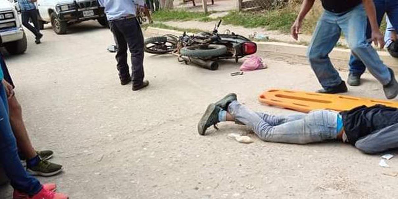 Motociclistas son arrollados por una camioneta de pollos | El Imparcial de Oaxaca