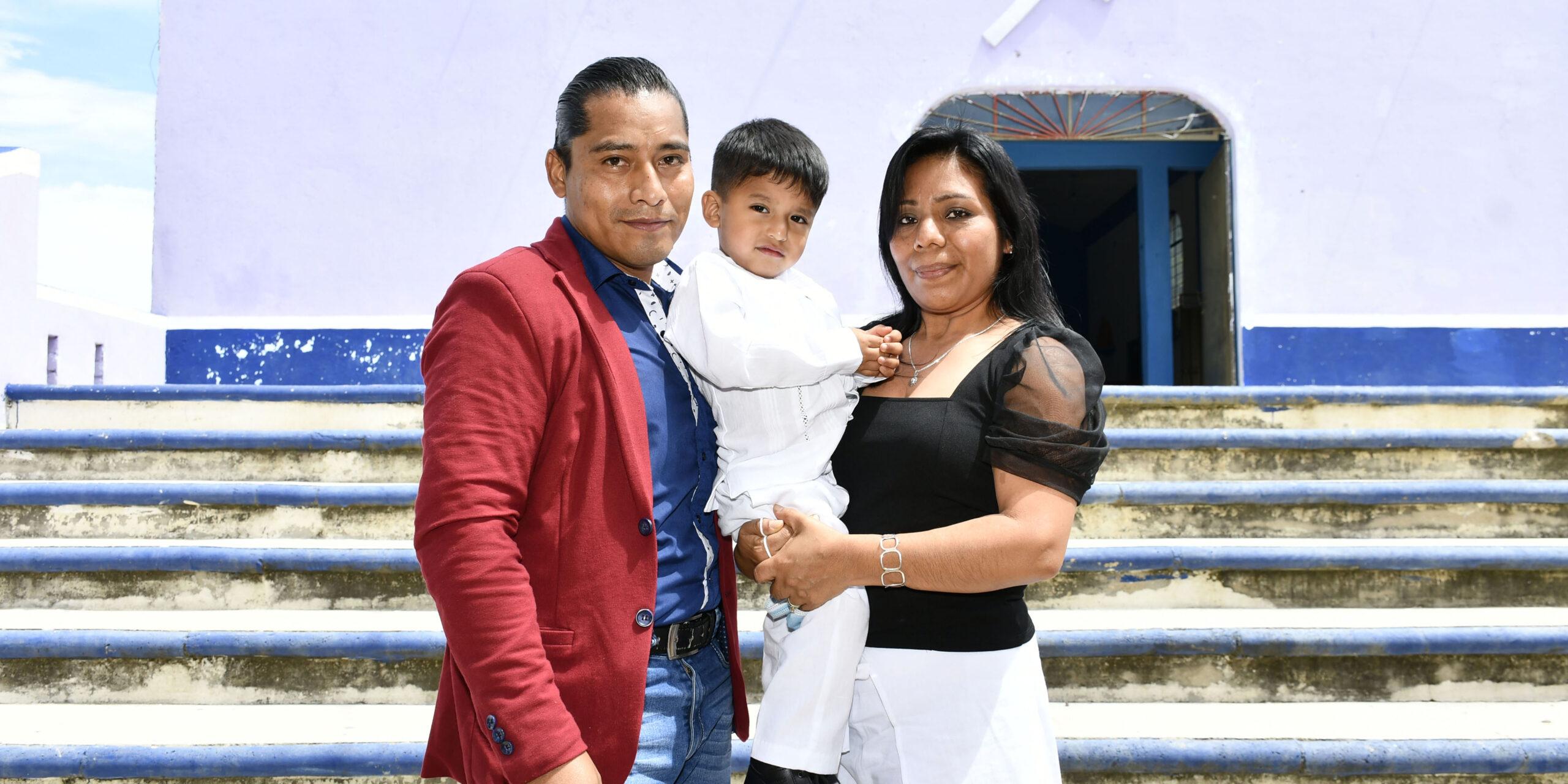 Reciben las aguas bautismales   El Imparcial de Oaxaca