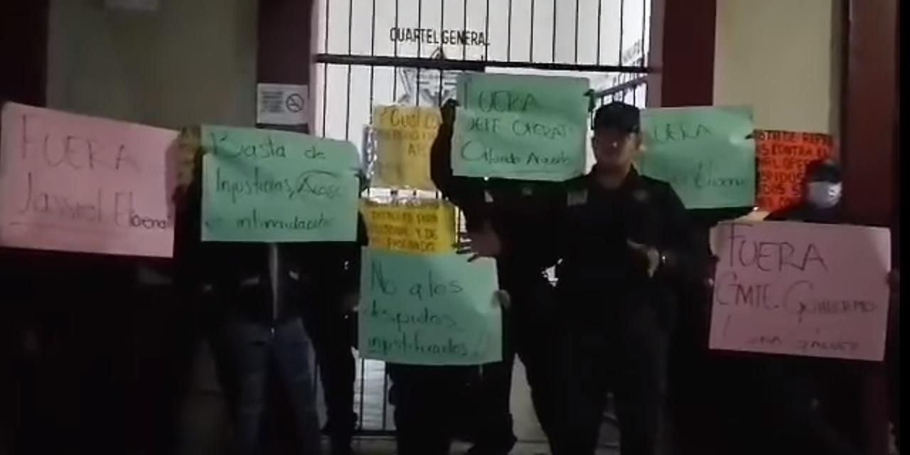 Policías denuncian despidos injustificados   El Imparcial de Oaxaca