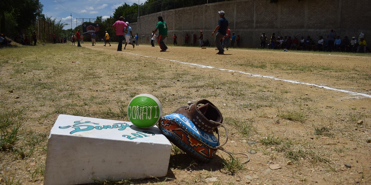 Listos para jugar en el encuentro de Pelota Mixteca | El Imparcial de Oaxaca