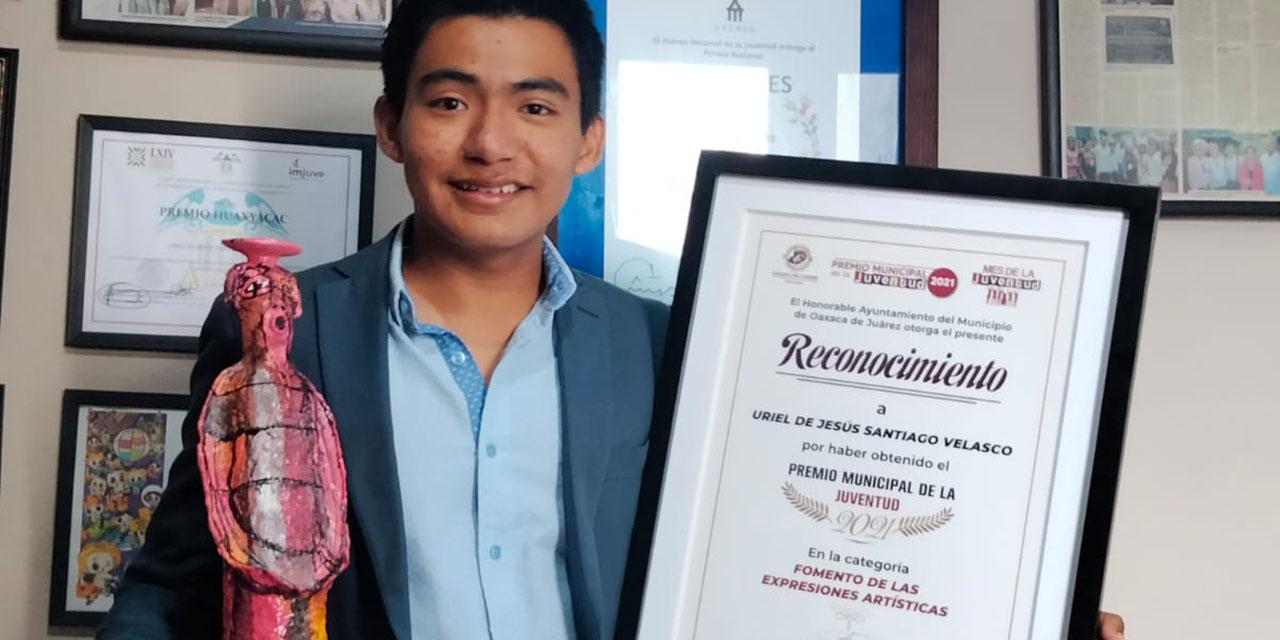 Reconocen con Premio de la Juventud a Uriel Santiago Velasco | El Imparcial de Oaxaca