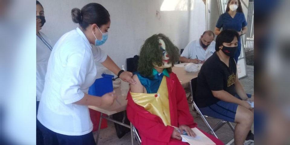 'El Joker' va de madrugada a recibir su vacuna contra el covid-19   El Imparcial de Oaxaca