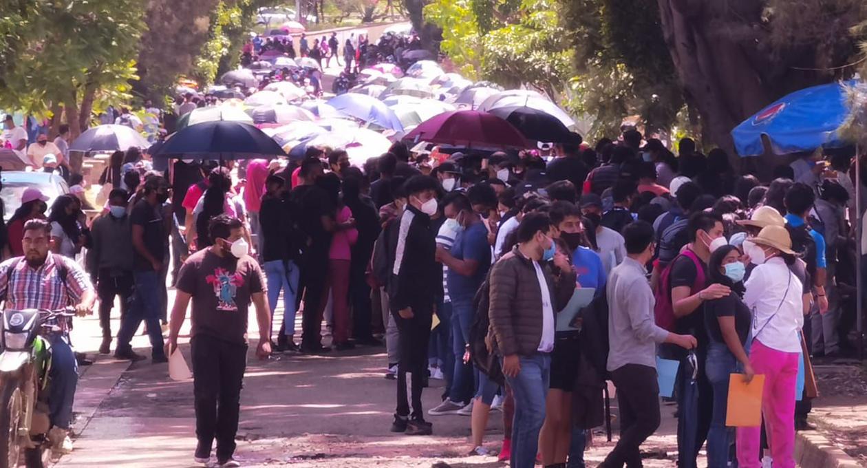 Miles de jóvenes acuden a vacunarse en la ciudad de Oaxaca | El Imparcial de Oaxaca