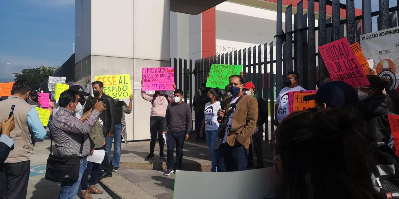 Trabajadores del sector Salud protestan en el Congreso Local   El Imparcial de Oaxaca
