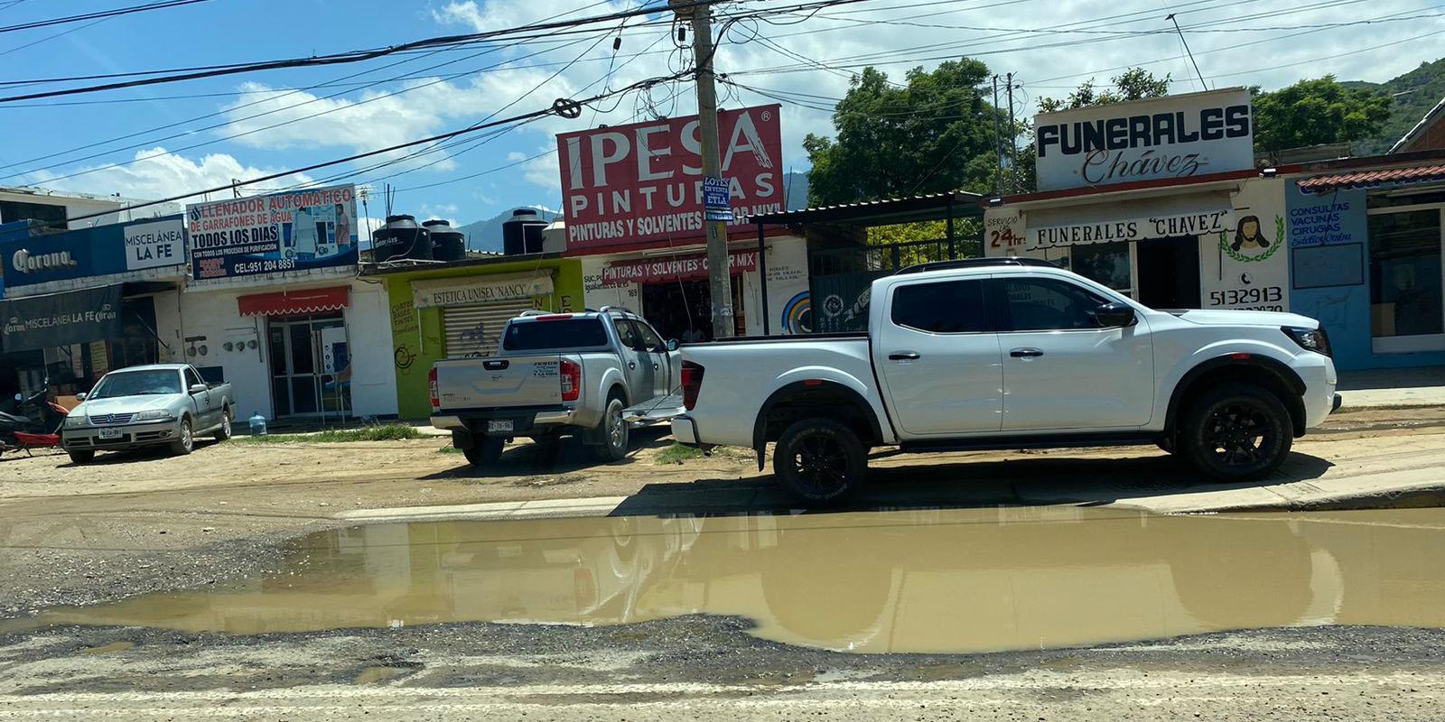 Sin solución grandes baches en carretera federal 190 | El Imparcial de Oaxaca
