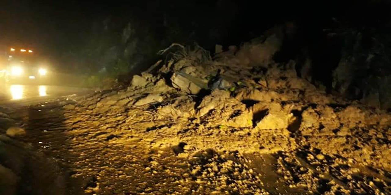 Lluvias provocan derrumbes y deslaves en la Carretera Federal 182   El Imparcial de Oaxaca