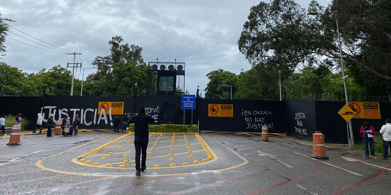 Protesta FPR afuera del Aeropuerto | El Imparcial de Oaxaca