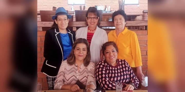 Festejan entre amigas   El Imparcial de Oaxaca