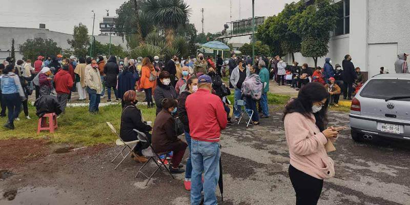 Abuelitos apartan lugar durmiendo en la calle para obtener la Pensión Bienestar | El Imparcial de Oaxaca
