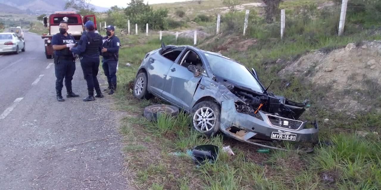 Vuelca y abandona su auto en La Cuesta a Ocotlán | El Imparcial de Oaxaca