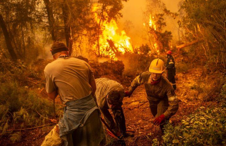 Ciudadanos y bomberos se unen para combatir 'codo a codo' incendios en Grecia | El Imparcial de Oaxaca