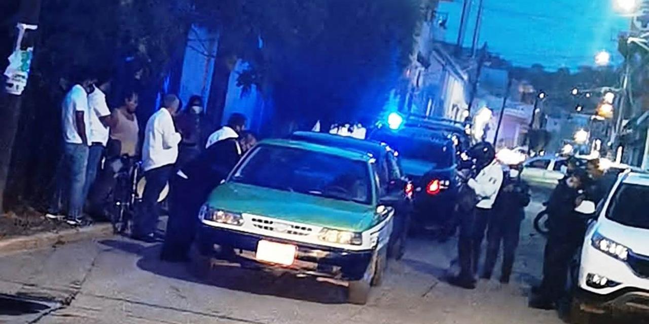 Colisionan auto particular y taxi   El Imparcial de Oaxaca