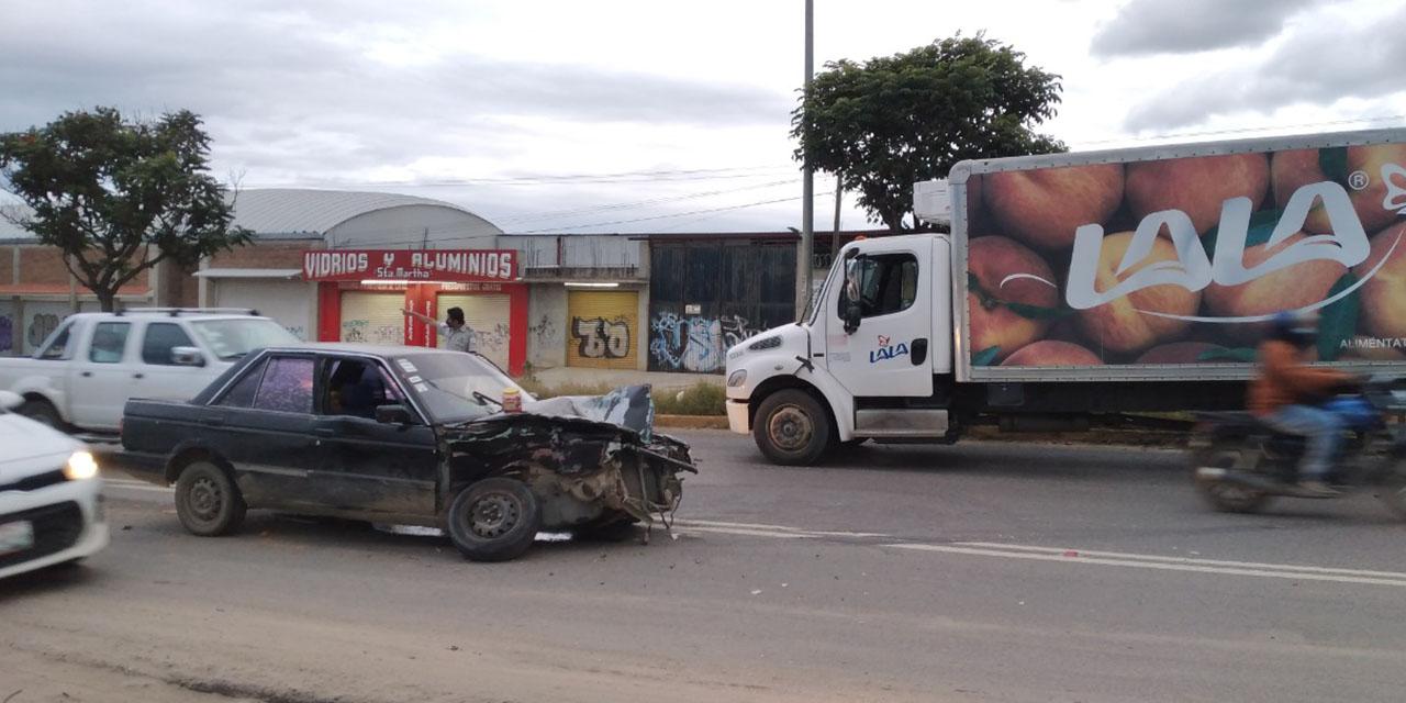 Aparatoso choque deja tres heridos en la Carretera Federal 190 | El Imparcial de Oaxaca