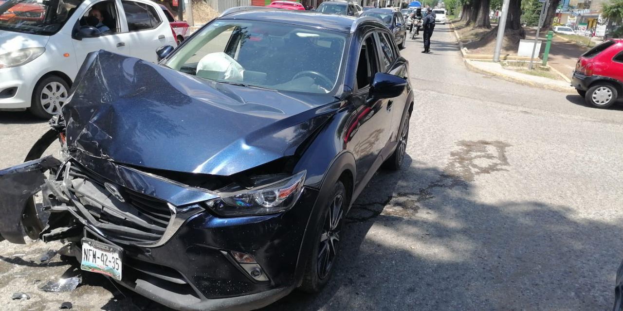 Conductor ebrio ocasiona fuerte choque de vehículos | El Imparcial de Oaxaca