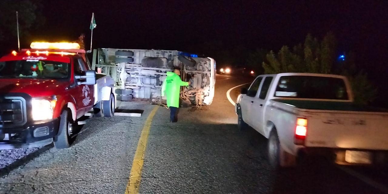 Aparatosa volcadura de un camión en carretera a Sola de Vega   El Imparcial de Oaxaca
