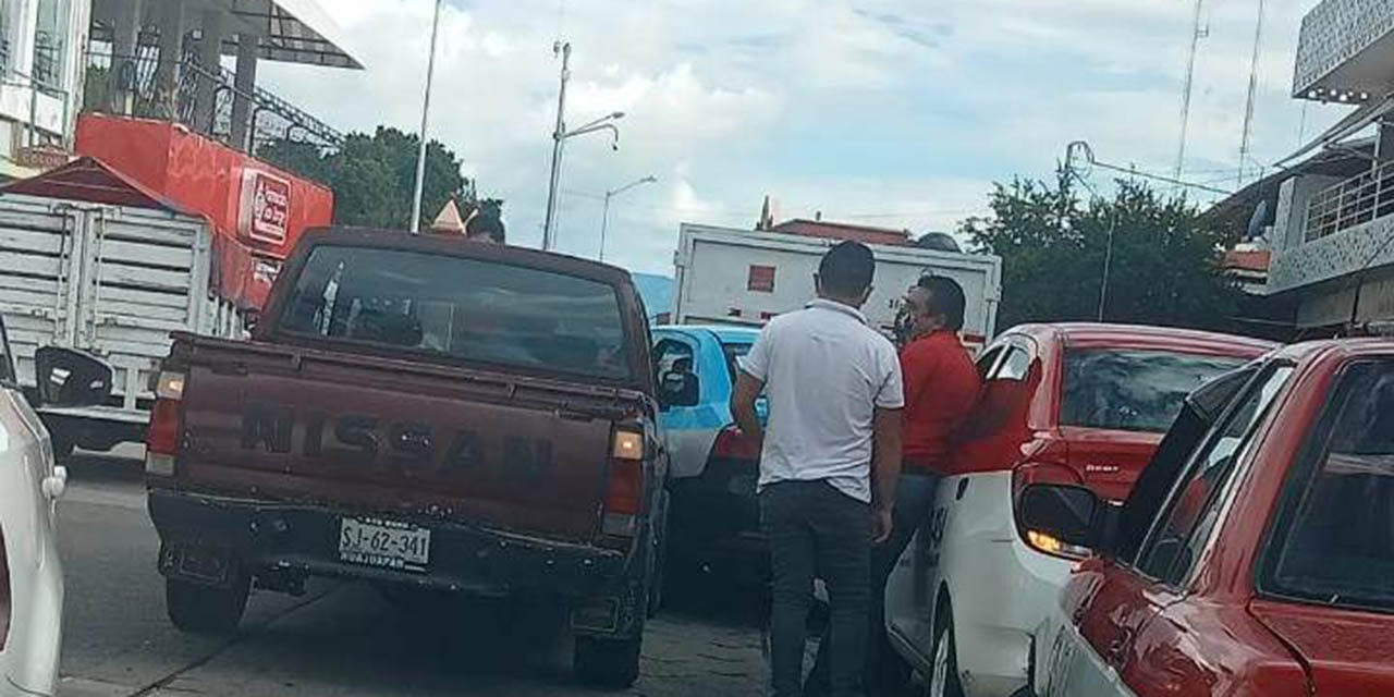 Chocan taxi  y camioneta en Huajuapan | El Imparcial de Oaxaca