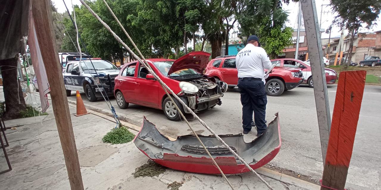Choca auto contra tráiler en Avenida Ferrocarril   El Imparcial de Oaxaca