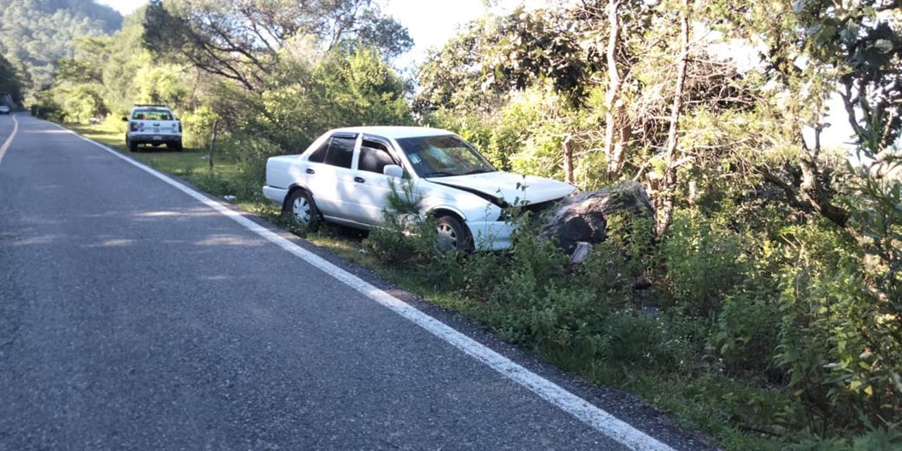 Abandonan auto tras accidente vial en jurisdicción de Sola de Vega   El Imparcial de Oaxaca