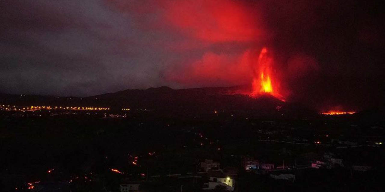 Bomberos retroceden ante aumento de explosiones volcánicas en La Palma | El Imparcial de Oaxaca