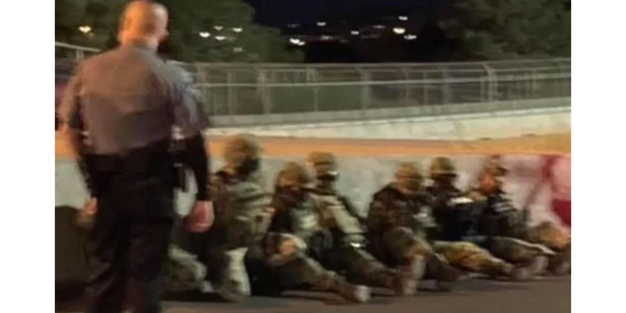 Agentes de aduanas de EU detienen varias horas a 7 militares mexicanos | El Imparcial de Oaxaca