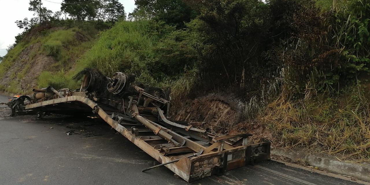 Vuelca y se incendia camión de pollos en la Zona Norte del Istmo | El Imparcial de Oaxaca