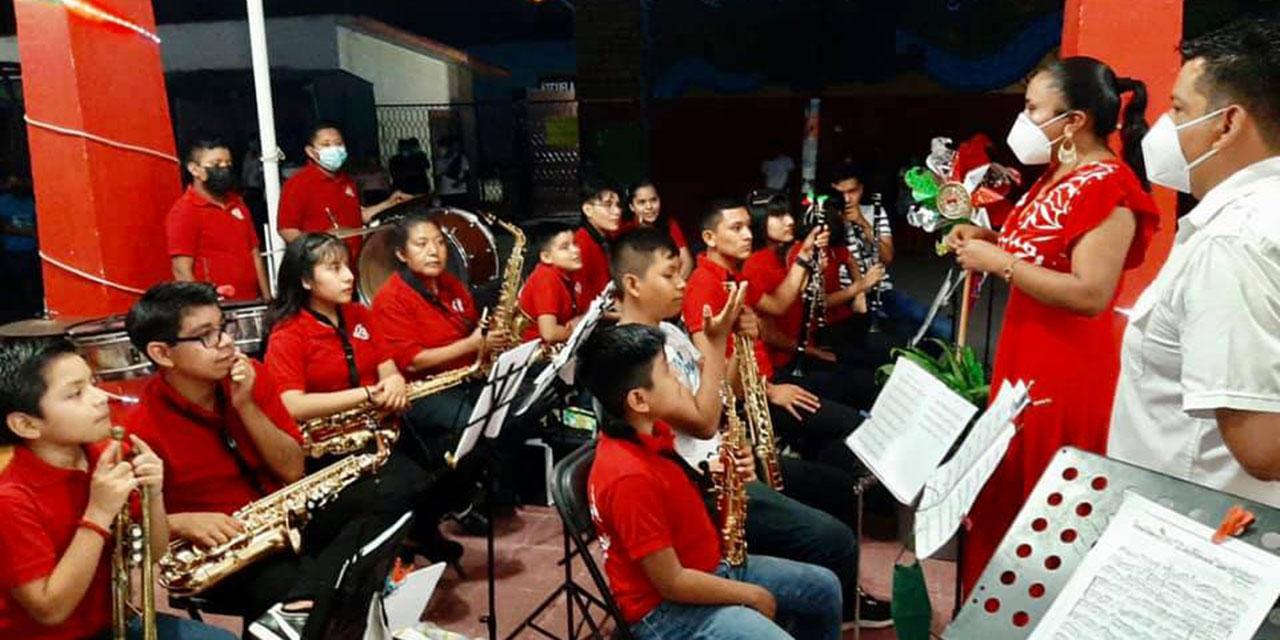 Felicitan a niños músicos y cantores de Cuicatlán | El Imparcial de Oaxaca