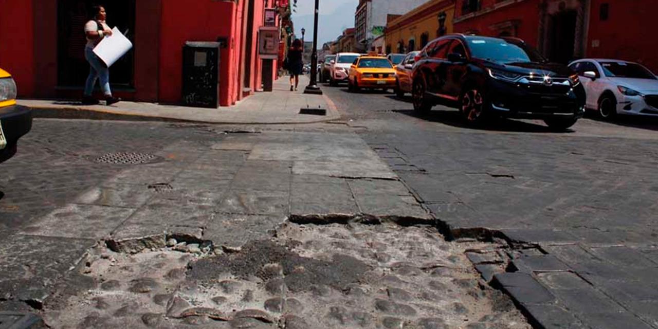 Siguen reportando baches en la capital oaxaqueña   El Imparcial de Oaxaca