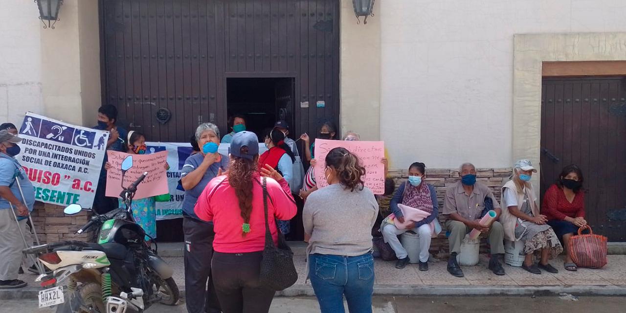 Comerciantes con discapacidad exigen a Municipio de Oaxaca de Juárez que les permitan trabajar | El Imparcial de Oaxaca