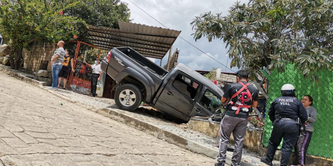 Choca conductor contra barda de domicilio | El Imparcial de Oaxaca