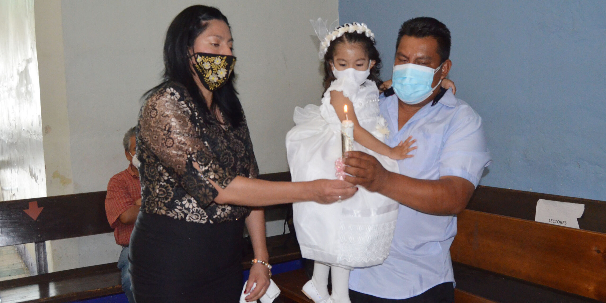 Reciben Sara y Santiago  las aguas bautismales   El Imparcial de Oaxaca