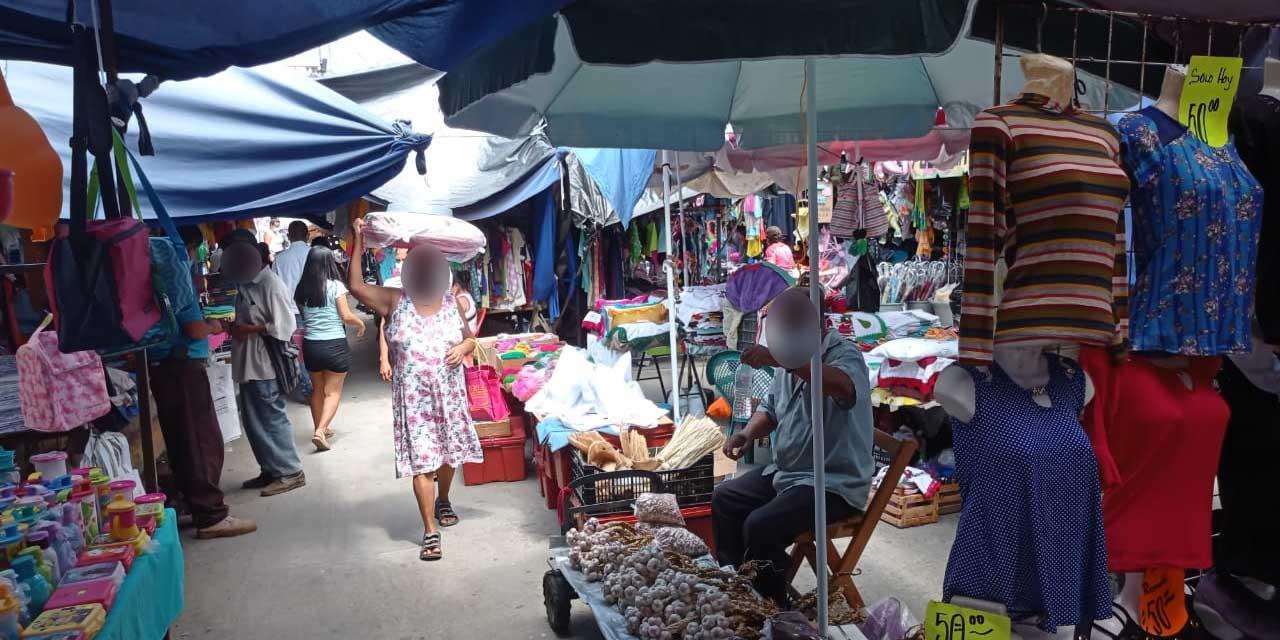 Pese a pandemia, persiste el tianguis de los lunes en Pochutla | El Imparcial de Oaxaca