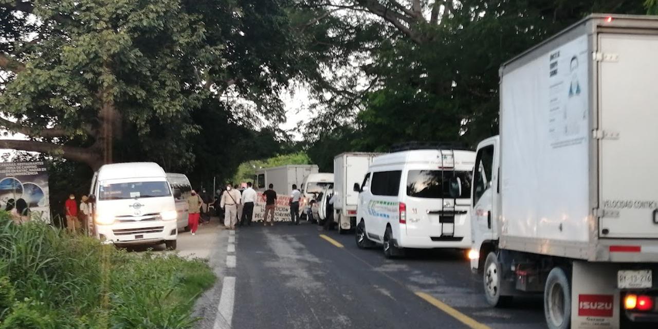 Bloquean habitantes de San José Manialtepec   El Imparcial de Oaxaca