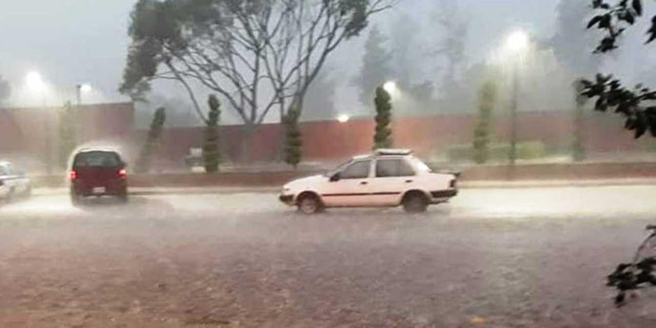 Lluvia provoca accidente en el bulevard Canción Mixteca   El Imparcial de Oaxaca