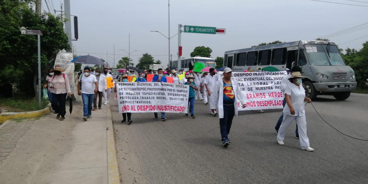 Personal eventual de salud marcha en Salina Cruz   El Imparcial de Oaxaca