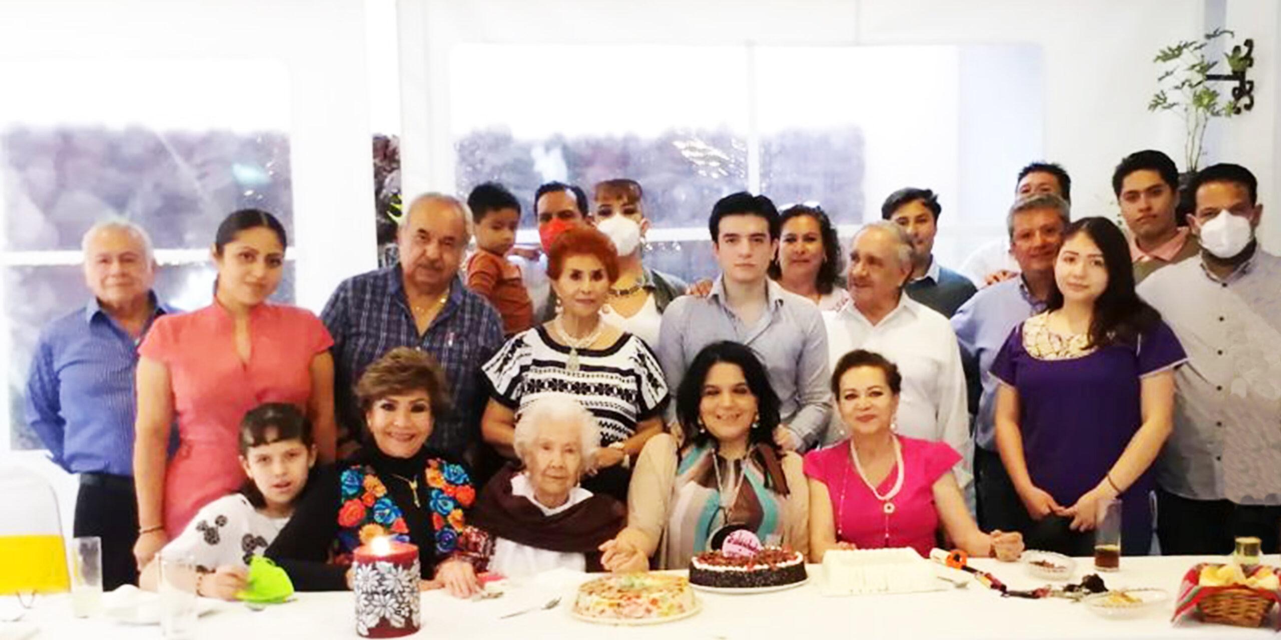 Celebran en familia a Mimis | El Imparcial de Oaxaca