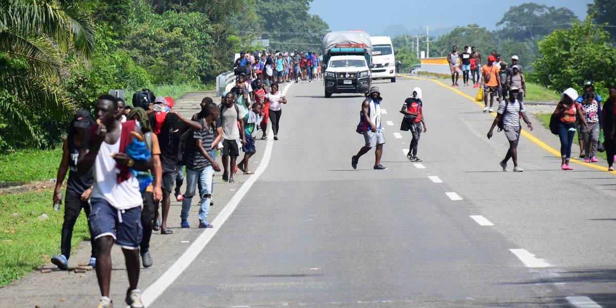 Haitianos inician caravana a pie, van de San Fernando hacía la frontera de Tamaulipas | El Imparcial de Oaxaca