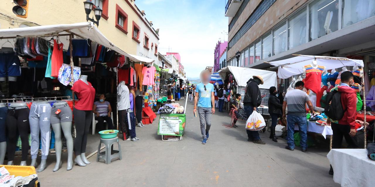 Contaminación visual y bloqueo de banquetas en la capital oaxaqueña   El Imparcial de Oaxaca