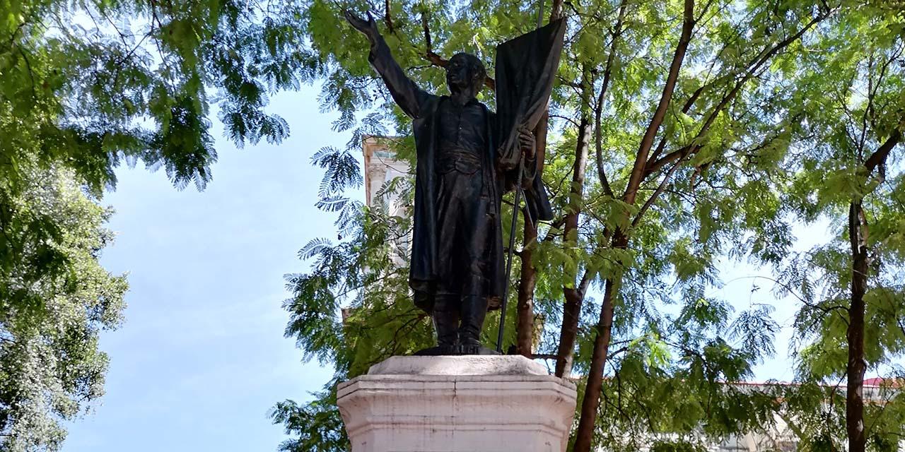 En el olvido, la estatua de  Miguel Hidalgo y Costilla de el Parque El Llano en Oaxaca | El Imparcial de Oaxaca