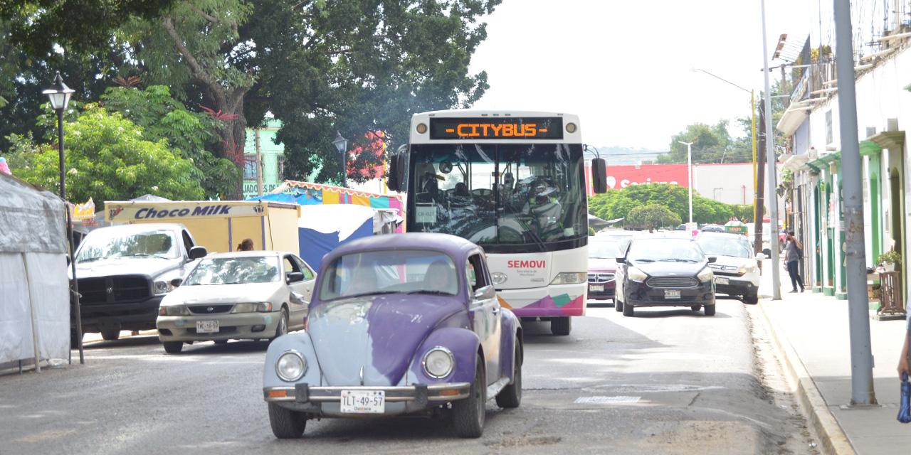 Persisten obstáculos para CityBus en carril preferente | El Imparcial de Oaxaca