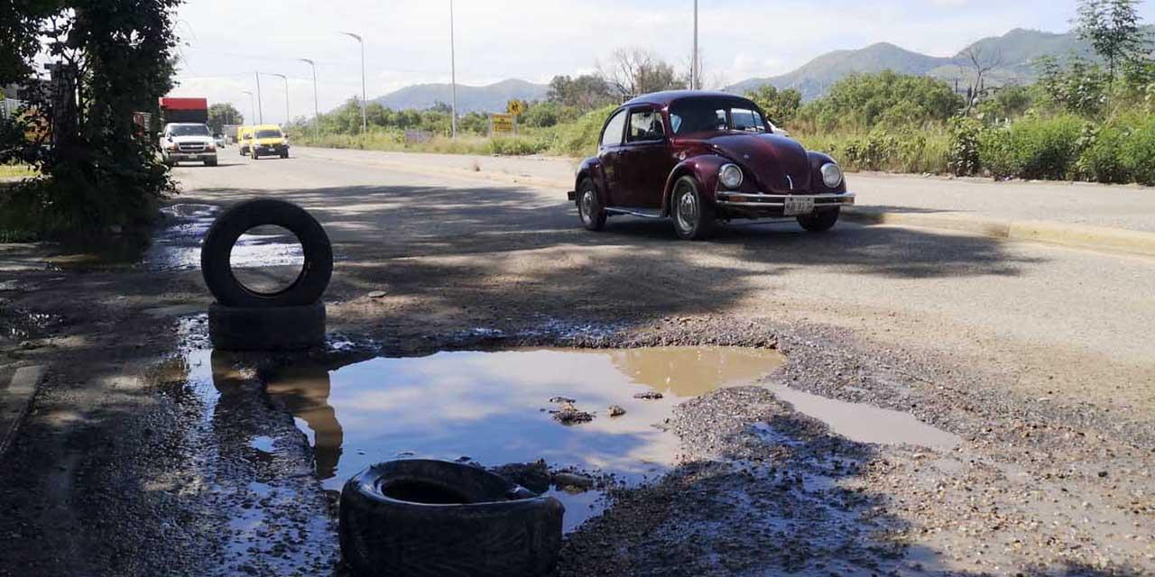 Obras mal hechas y baches colapsan el Circuito Interior de Oaxaca | El Imparcial de Oaxaca