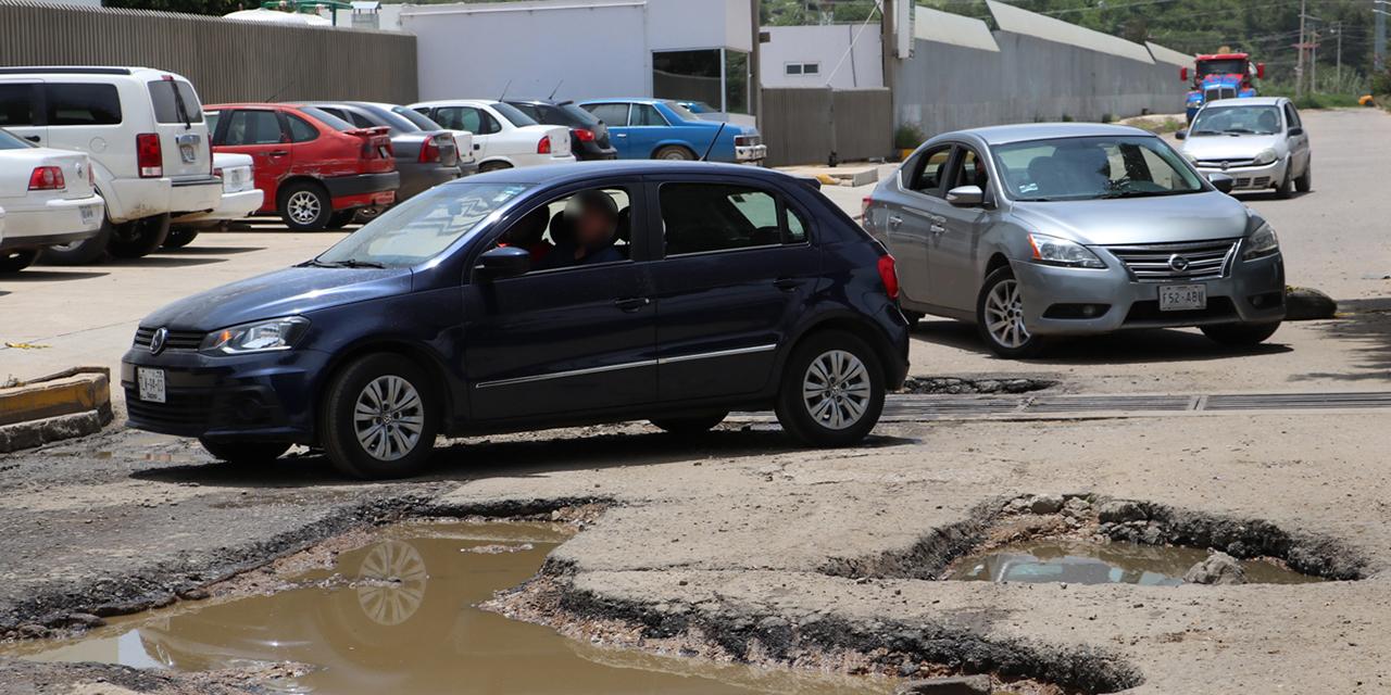 Daños por baches dejan indefensos a conductores de Oaxaca | El Imparcial de Oaxaca