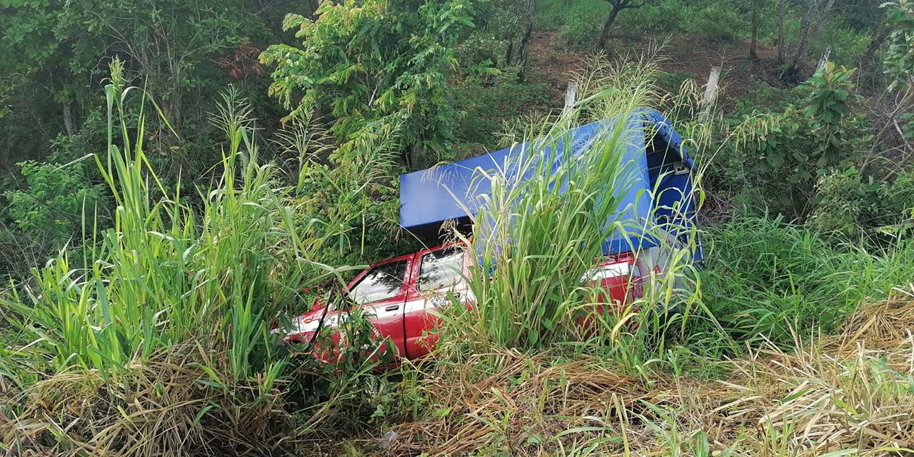 Conductor se va a barranco en carretera de Matías Romero | El Imparcial de Oaxaca