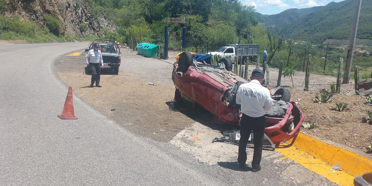 Vuelcan y abandonan vehículo en San José de Gracia | El Imparcial de Oaxaca