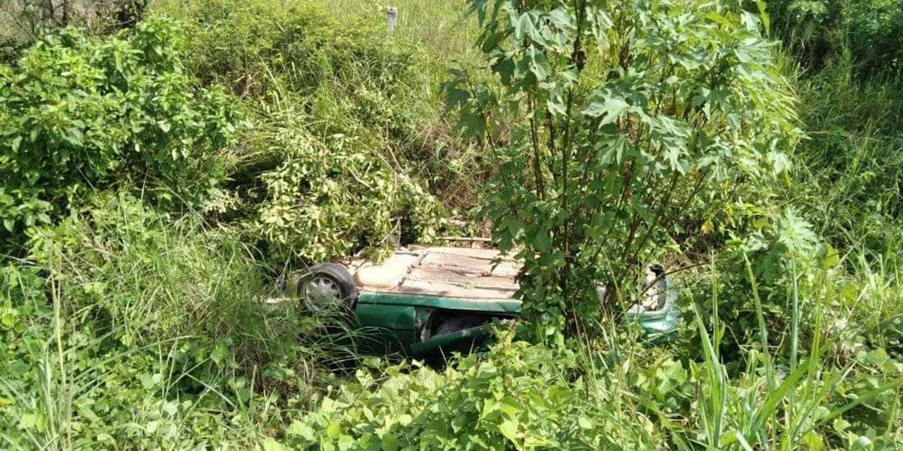 Se va al barranco en carretera del Istmo | El Imparcial de Oaxaca