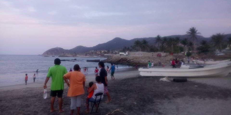 Palapas en riesgo por alto oleaje | El Imparcial de Oaxaca