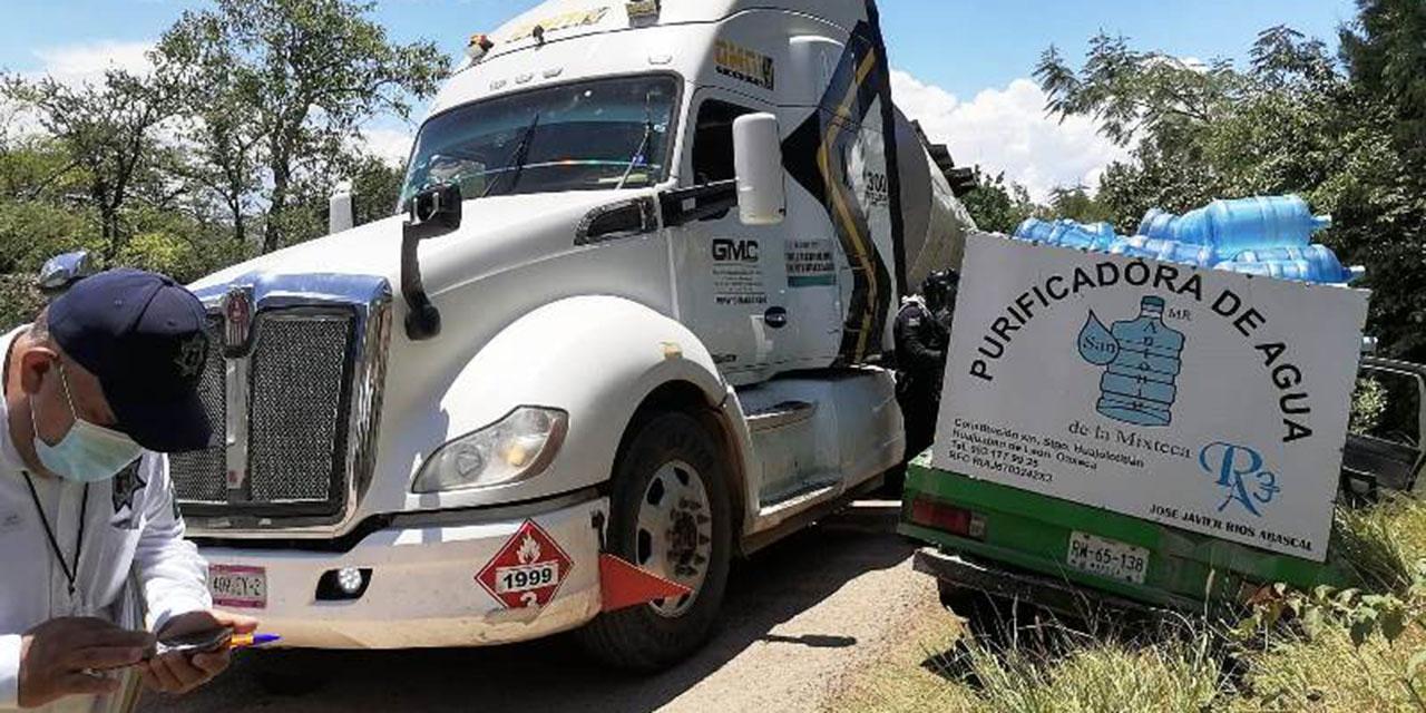 Pipa saca a camioneta del camino en la carretera Huajuapan-Acatlán | El Imparcial de Oaxaca