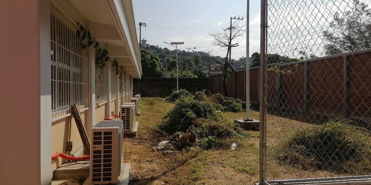 Padres de familia limpian escuelas ante el abandono | El Imparcial de Oaxaca